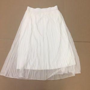 3/$20 Andi & James Large pleated white midi skirt